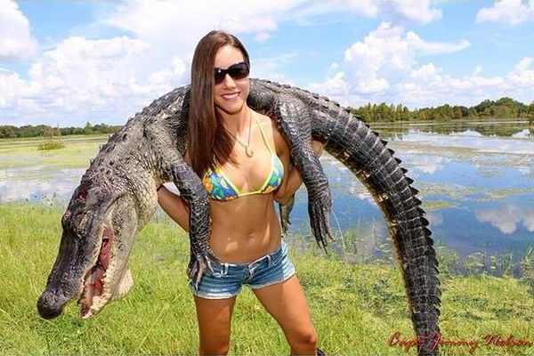 Hot fisherwoman Luiza Barros with a nice gator