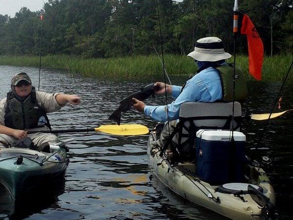 fish-handling-in-a-kayak